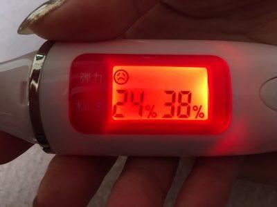 使用前は肌弾力は最低で水分量が足りてない状態・・・