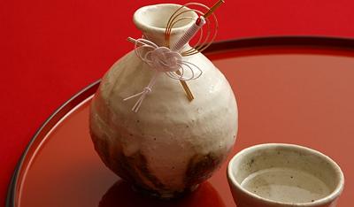 肌に潤いを与えてくれる日本酒エキス