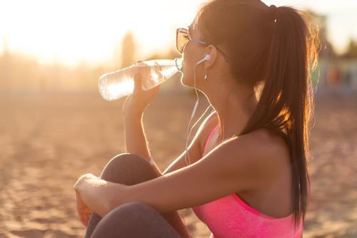 シリカを効率よく摂取するには水?サプリ?摂取量やコスパで各商品を比較してみた!