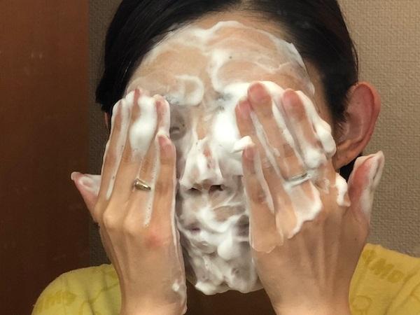 濃密モッチリ泡で顔を洗う時間は1分間