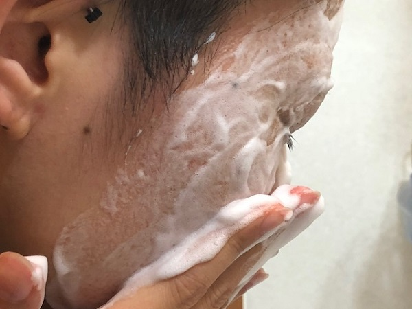 Bifesta(ビフェスタ) 泡洗顔で顔を洗う時間は1分間